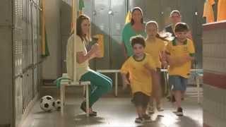 ▶ Diego cantando no comercial Nestlé NINHO