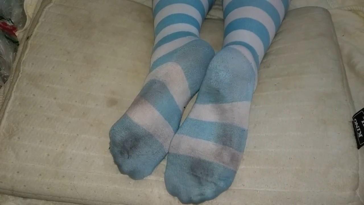 Девчонки в грязных носках эро фото порно