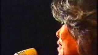 Dionne Warwick - Make A Little Love (German TV, `77)