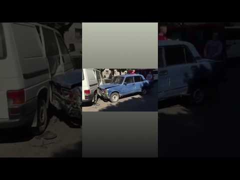 Чернівецький Промінь: На вулиці Богомольця «Жигуль» протаранив 8 автівок