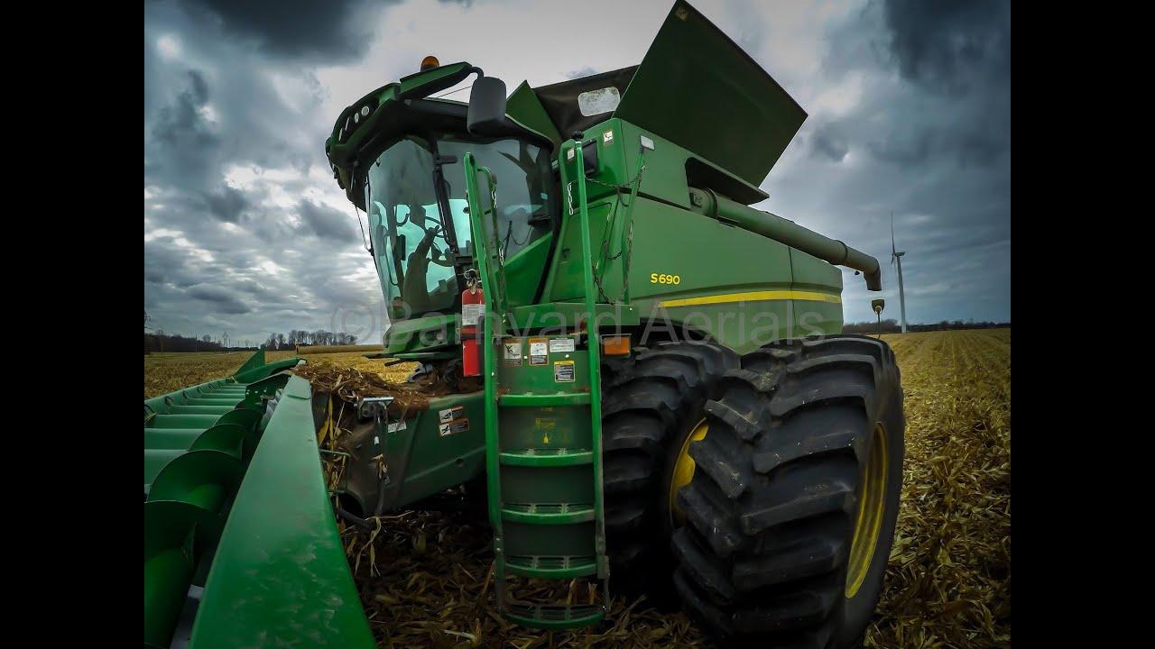John Deere39s Biggest Combine The S690 With 616c Corn Head