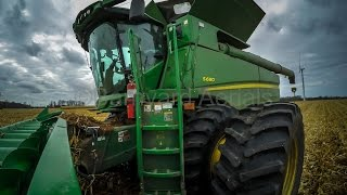 John Deere's Biggest combine, The S690 with 616C Corn Head