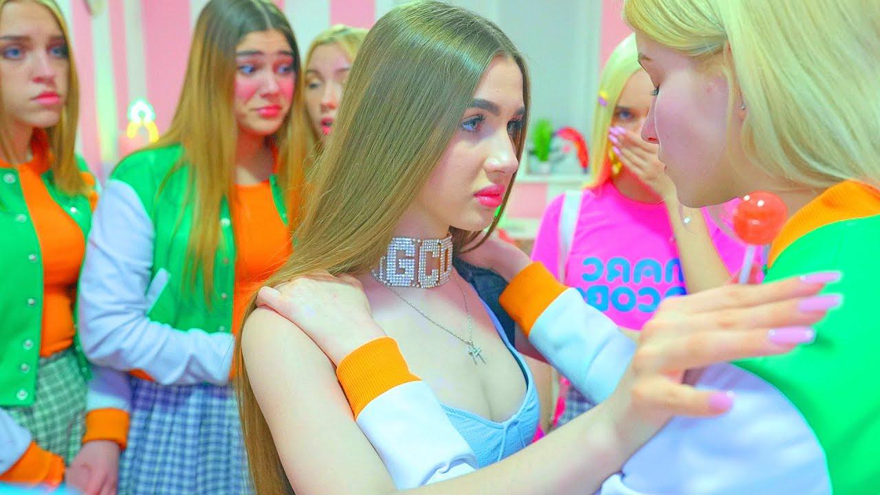 Download ¡Una lucha frenética por la popularidad en la escuela de porristas! ¡Diana no perderá popularidad!
