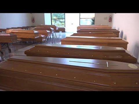 شاهد: توابيت الإيطاليين تملئ الكنائس ولا مكان لمزيد من الجثث في المشرحة…