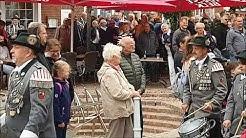 Schützenfest Esens 2019 - Aufmarsch der Vereine auf dem Marktplatz zum Festumzug