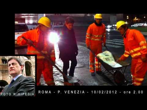 Neve A Roma: Alemanno Sparge Il Sale A Piazza Venezia - 10/02/2012