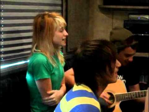 Paramore - No Home But the Road: Vans Warped Tour 2007