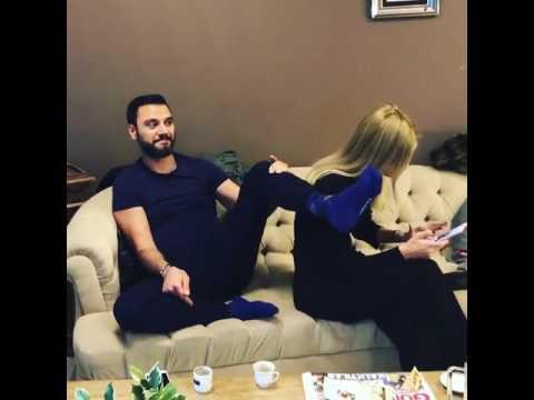Alişan Çağla'ya Çorabını Koklatıyor