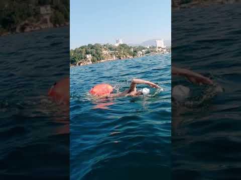 NADAMOS en AGUAS ABIERTAS (Mar abierto) en ACAPULCO, MÉXICO | ISLA DE LA ROQUETA - Diana y Aarón