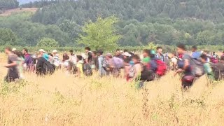 RAW: Thousands of migrants, refugees rush past police across Greece-Macedonia border