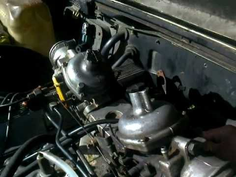 Land Rover Defender 110 >> RRC V8 3.5L stromberg two carburetor.3gp - YouTube
