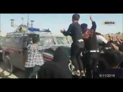 В Сирии местные жители забросали камнями патруль России и Турции