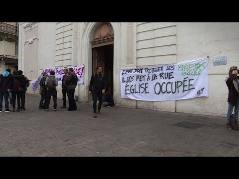 Marseille: les jeunes migrants quittent l'église pour un abri