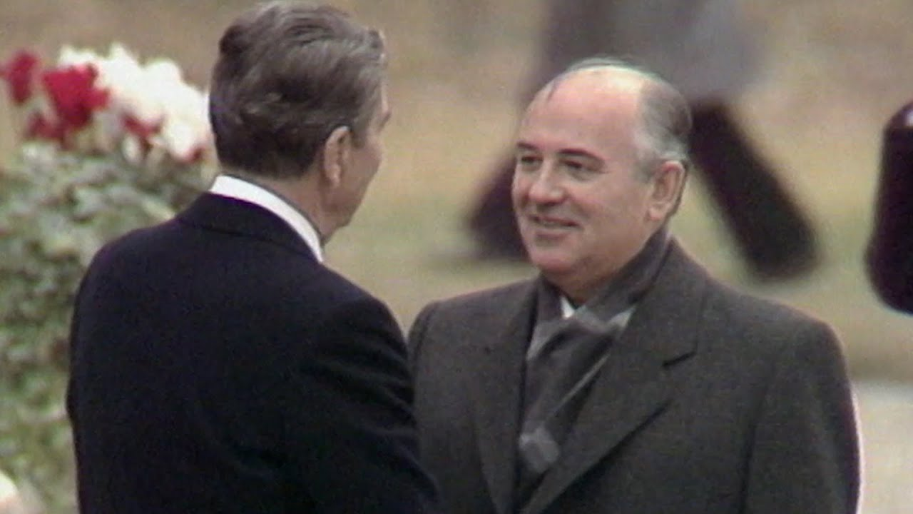 في كواليس الدبلوماسية.. قمة تاريخية جمعت رونالد ريغان وميخائيل غورباتشوف في جنيف