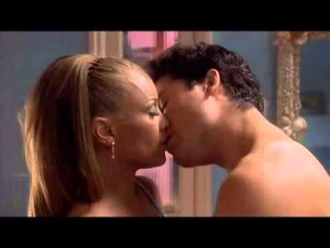 Mujeres dandose besos de lengua - 3 2