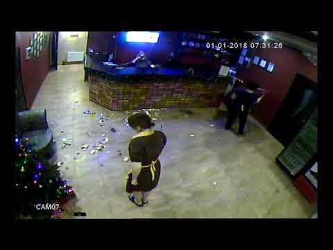Камера2  Жесть в Краснодаре неадекватный постоялец напал на молоденькую девушку администратора отеля