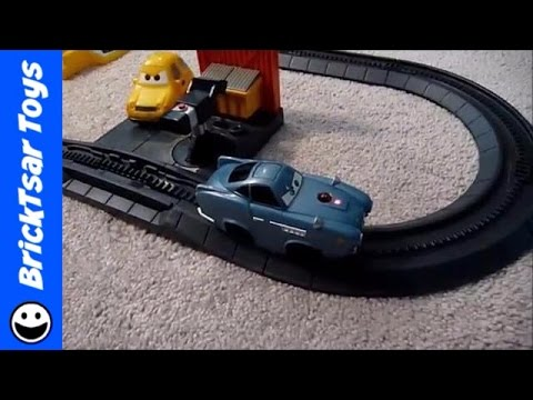 CARS 2 GEOTRAX World Grand Prix - Fisher Price Disney Pixar RC Set