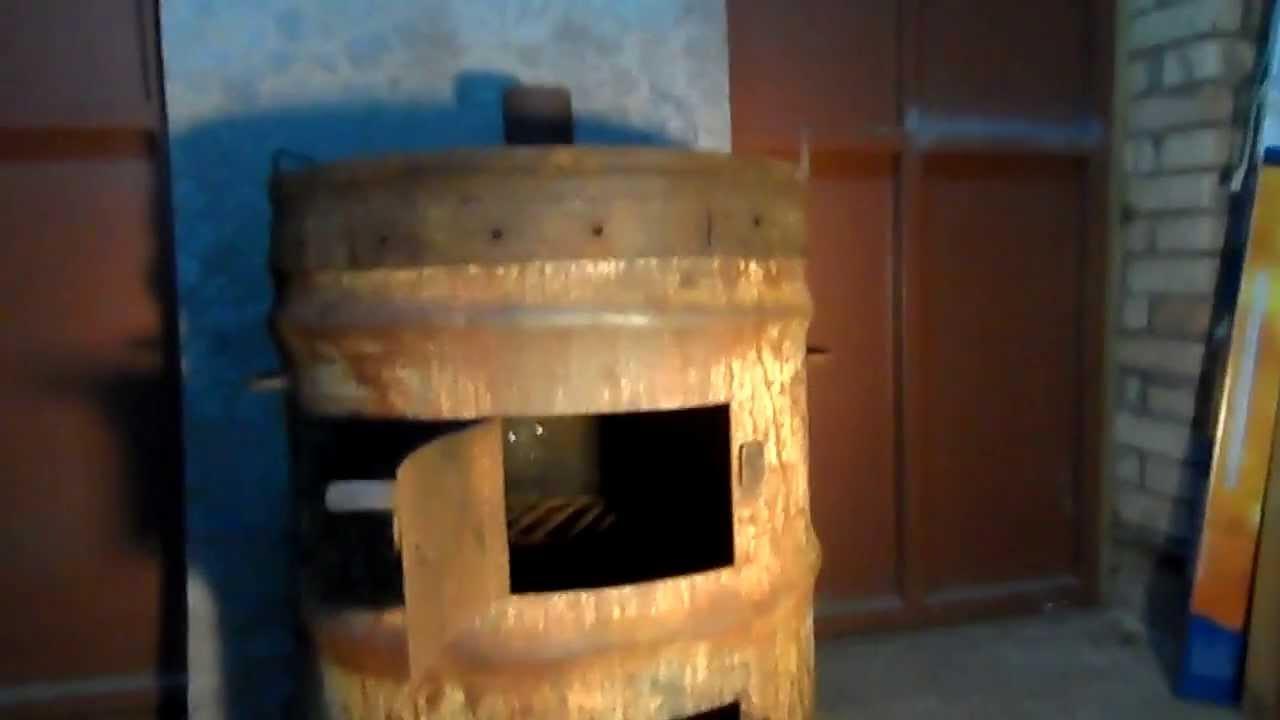 Печка из бочки для сжигания листьев и готовки еды