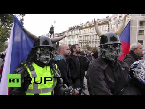 Czech Republic: Leftists descend on anti-Islam demo in Prague