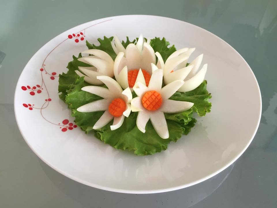 How to decorate food plate with onion flower - YouTube
