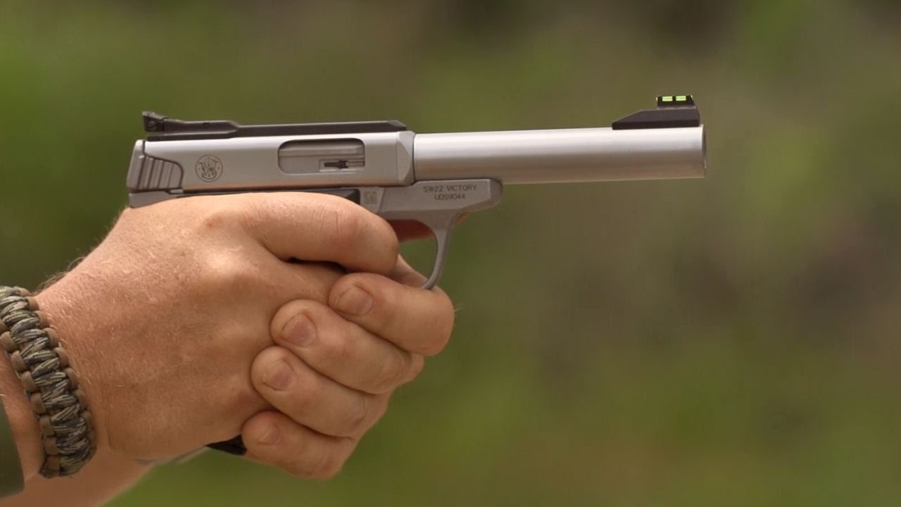 Smith & Wesson's New Sport Pistol - The SW22 Victory: Guns & Gear|S7