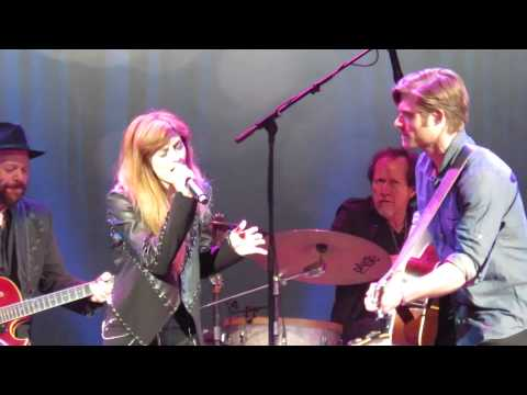 Chris Carmack (Will Lexington) and Aubrey Peeples (Layla Grant) - If Your Heart Can't Handle it