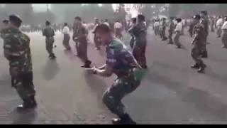 Tentara Joget Nona Manis Putar Kekiri Dan Kekanan