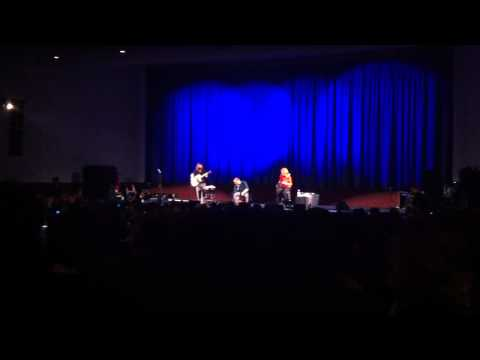 Biffy Clyro- A whole child ago (acoustic) @ ODEON, leicester square