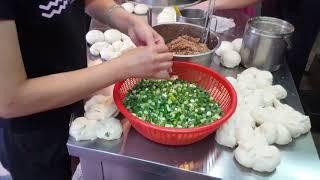 Taiwan&#39 Famous Street Food PEPPER BUNS
