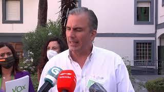 Ortega Smith acompaña a María Jesús Fernández en su votación en Ourense