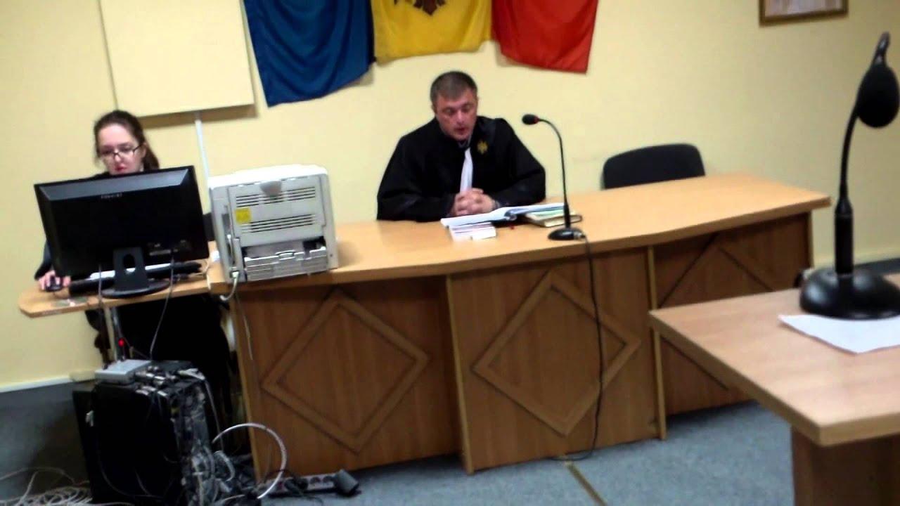 Polițistul Albot vine la judecată în haine civile