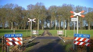 Spoorwegovergang Dalfsen // Dutch railroad crossing
