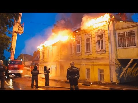 На фото Пожар в доме на Валовой в Сергиевом Посаде изображение