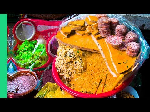 UNDISCOVERED Street Food of Hue, Vietnam - MEAT SHRINE and Bun Bo Hue in 膼么ng Ba Market!