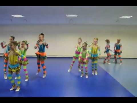 "circus group ""Jauniba"" - Alvin & burunduki"
