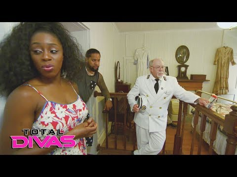 Jimmy Uso brings Naomi on a date to a haunted lighthouse: Total Divas Bonus Clip, Nov. 1, 2017