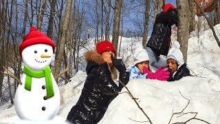 Karda Saklambaç Oynadık Annem Düştü Çok Güldük! Kids Played Hide and Seek in the Snow