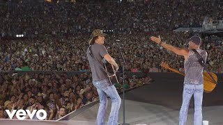 Kenny Chesney - David Lee Murphy - Guest on Live in No Shoes Nation