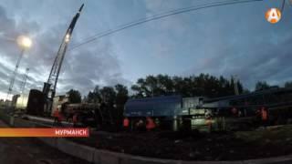 Легендарный паровоз поставили на постамент около вокзала Мурманска