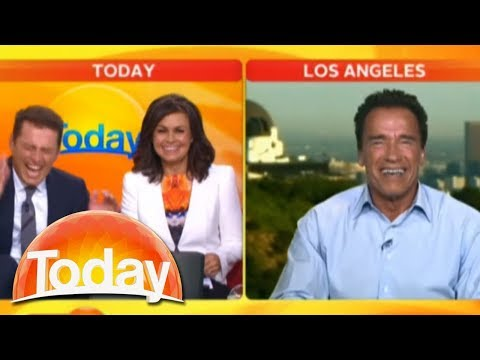 Arnold Schwarzenegger does impressions of himself