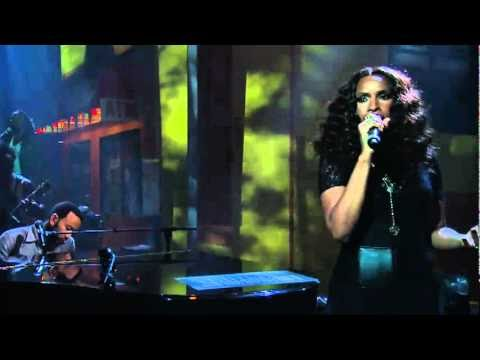 Jennifer Hudson sings Be Grateful with John Legend and The Roots