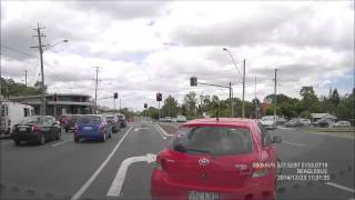 Gs6000 - Beagle Bus Hit By Someone Jumping In To The Turning Lane (brisbane Dashcam)