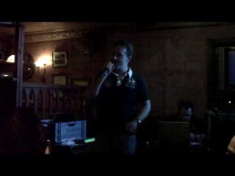 PPausE singt How Deep is Your Love Karaoke im Irish Pub Essen