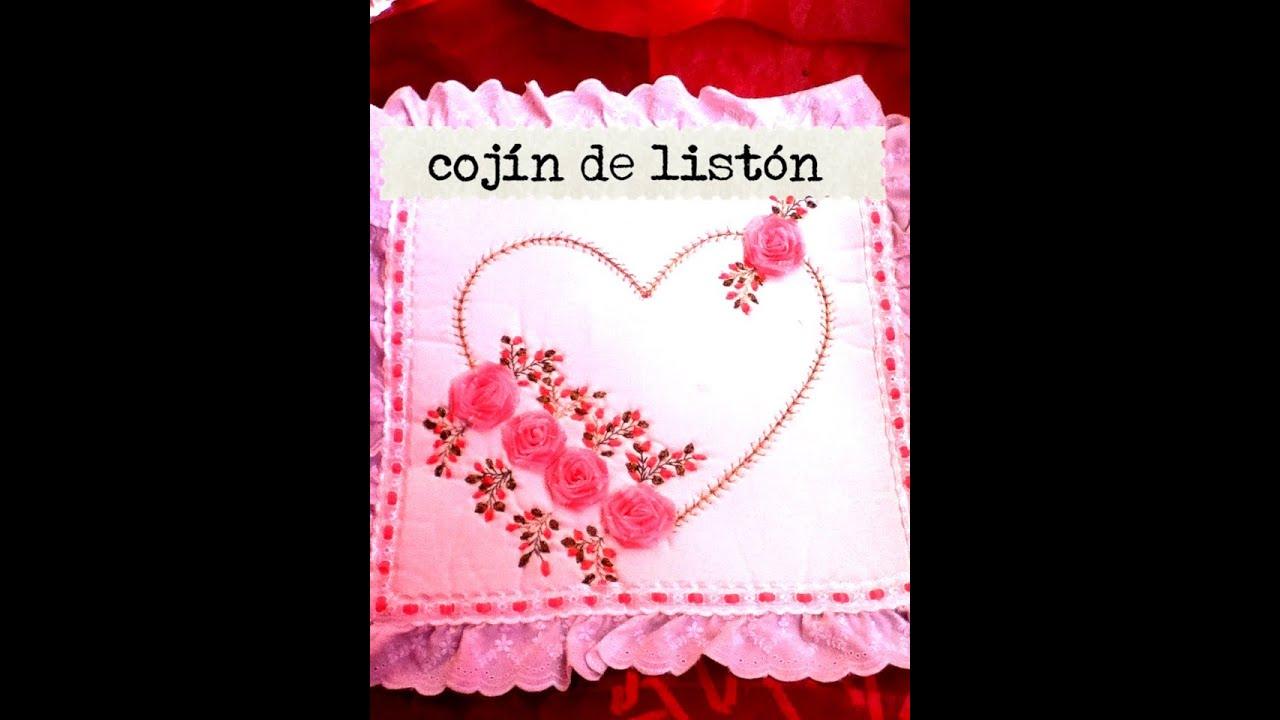 Diy como hacer un coj n de amor enamorados list n cinta for Cojines con nombres bordados