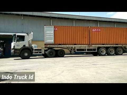 Kontainer Scania P 360 Parkir Mau Muat Mp3