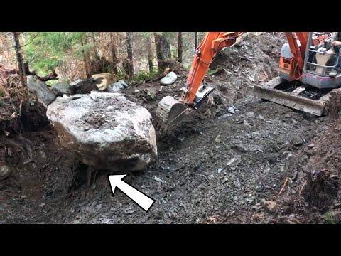 My BIGGEST Gold Nugget Was Under This Boulder!!