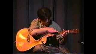 2002年5月鉄弦茶房ライブにて。 昔はよく弾いていたらしいです。