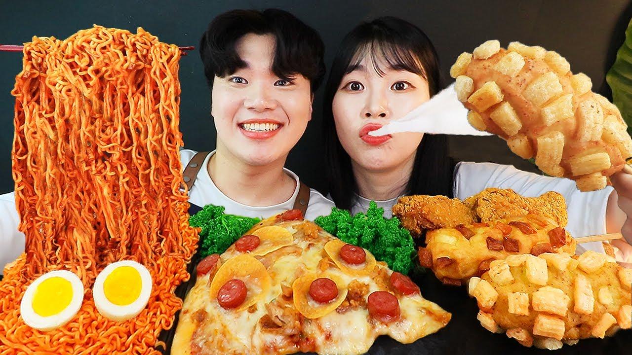 Download ASMR MUKBANG 편의점 핵불닭 미니!! 떡볶이 & 핫도그 & 치즈 피자 FIRE Noodle & HOT DOG & CHEESE PIZZA EATING SOUND!