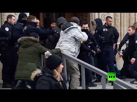 اشتباكات المهاجرين مع الشرطة بكاتدرائية سان دوني في ضواحي باريس