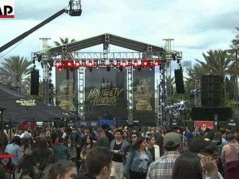 DeRay Davis and Asia Kate Dillon celebrate MTV changes